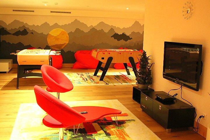 Salle de jeux du Cigare Lounge du Châlet Royalp Hôtel & Spa