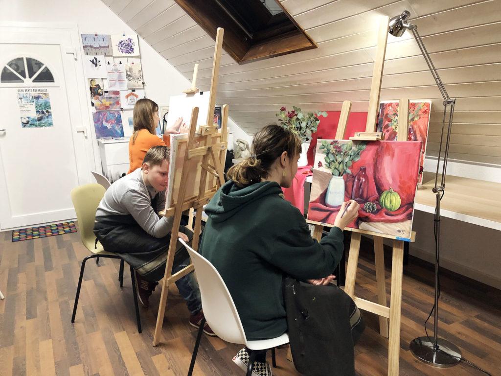 Elèves peignant cours peinture Artiloft