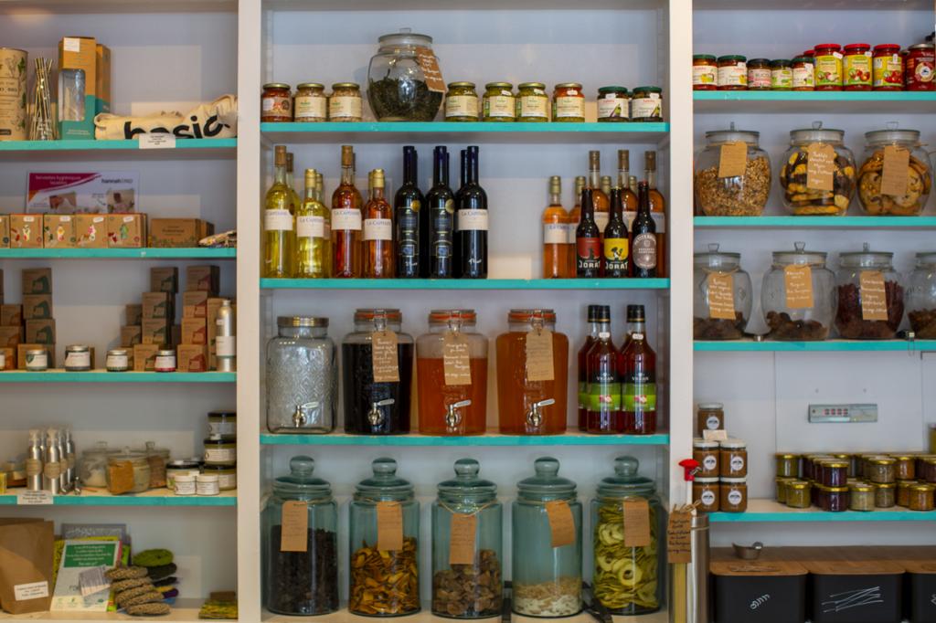 Chez Basic. à Lausanne, on peut y acheter des produits en vrac, alimentaire ou cosmétique. Le plus possible local, si possible bio.