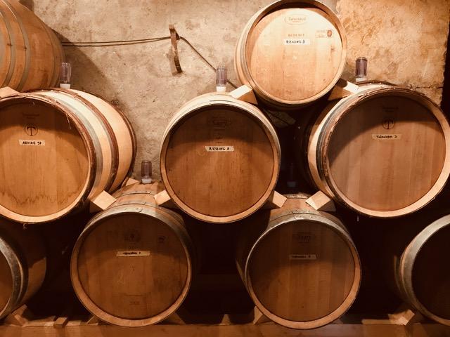 Tonneaux de vin bio et biodynamiques pour la cave vin franc à Lausanne