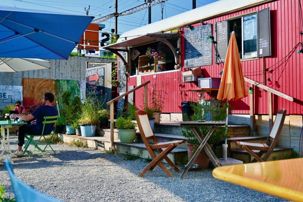 La-roulotte-bar-restaurant-local-nyon-gare