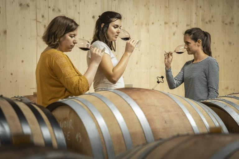 wine-tasting-pass-cave-vigneron-cote-AOC-degustation