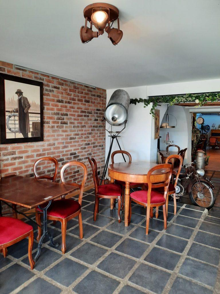 larantele-cafe-restaurant-brocante-rolle-vaud-ambiance-chaleureuse-vintage-afterwork-breakfast